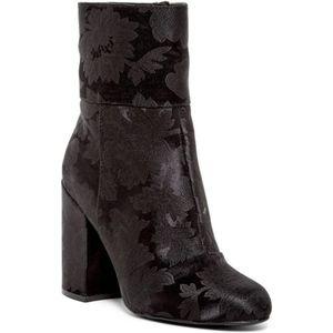 8411ebea15f Steve Madden Shoes - Steve Madden Goldie Block Heel Mid Boot black